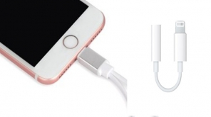 Apple Might Ship iPhones 2018 Without 3.5 mm Headphone Adapter To Promote Airpods