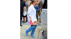 Jennifer Lopez Trolled in Social Media for her new Denim boots