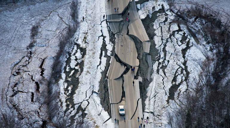 Alaska Earthquake, Image Credits: Marc Lester, Twitter - @marclesterphoto