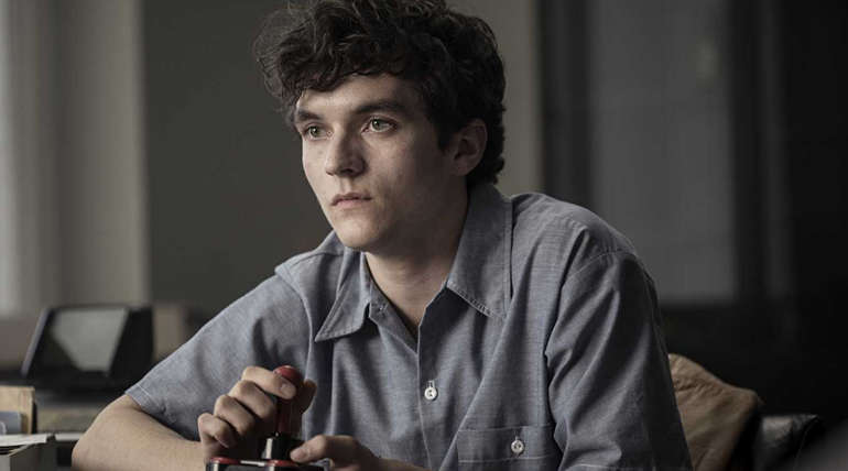 Fionn Whitehead in Black Mirror: Bandersnatch (2018) Imdb Image