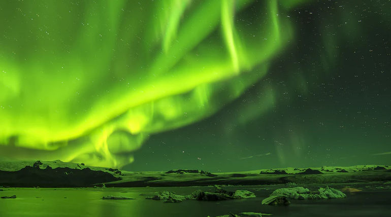 A New Type of Aurora Formed after a Rupture in the Magnetic Field of Earth